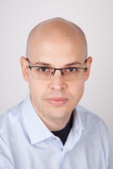 Dr Esteban Bernechea